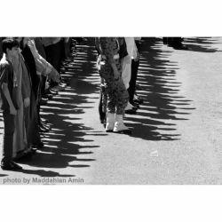 زنجیره ،  عکس از امین مداحیان / عابــــــــــر مسلح