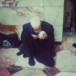 روزی می آید که با همین کهولت مفاتیح بدست دعا انشاءالله میخوانم.البته امیدوارم فوق مراتب سنم معرفت کسب کرده باشم