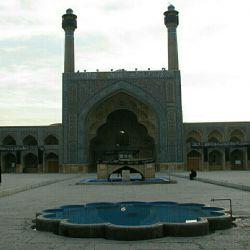 سلام دوستان ،شبتون بخیر،،،اینم هنر عکاسیه من،،،مسجد جامع اصفهان که متاسفانه بیشترجاهاش روبسته بودن،،،یادرحال مرمت بود