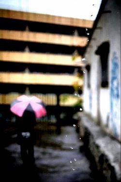 بگذار هرچه نمی خواهند بگوییم ... بگذار هرچه نمی خواهیم بگویند... باران که بیاید از دست چتر ها کاری بر نمی آید ؛ما اتفاقی هستیم که افتاده ایم .....