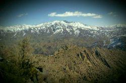 رشته کوه بحرآسمان ساردوئیه.ارتفاع 3886  بلند ترین رشته کوه در میان رشته کوه های 3000 متری کرمان.