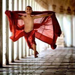 کسی که پا را از زندگی عادی فراتر مینهد آرزوی بزرگی در دل دارد...