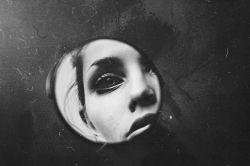 میان نوشته های من....آن چنان غرق زیبایی خودت شده ای ...که نمی بینی مرا انگار....که رو به روی تو،این طرف شعر ایستاده ام... /کامران رسول زاده/
