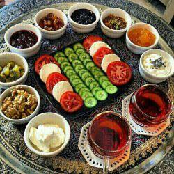 دوستان عزیزبفرماییدصبحانه کامل،بقول یک پزشک سنتی صبحانه را کامل میل کنید،صبحانه میخ بدن است پس اونوحذف نکنید