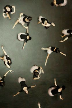 رقص نمیدانم ..اما هرشب, به سازِ خیالِ تو میرقصم!