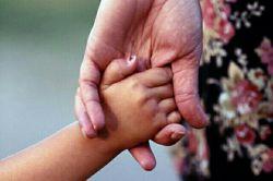 ای باران نبار ... نه چتر دارم ☔️ نه یار ولی... در این دنیا که نامش عالم است  عالمی دارم که نامش مادر است     فدای همه مادرها
