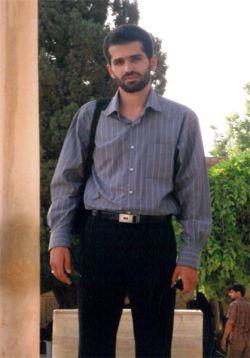 همه مصطفی احمدی روشن نمیشوند.....چون مصطفی فقط به فکر جهاد علمی بود نه به فکر شریف رفتن به هرقیمتی......شریف رفتن آسونه....اما طریقه رفتن به اون مهم تره...