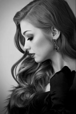 تنهایی؟؟؟ تنهایی این نیست که کسی اطرافت نباشه  این نیست که گوشه گیر باشی این نیست که کسیو دوست نداشته باشی  تنهایی یعنی هیچکس نمیفهمه چقدر حالت خرابه