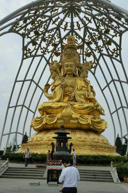 مجسمه  بودا در شن زن چین