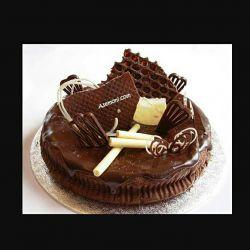 کیییی کیک خوشمزززه  میخوادددد!!!! بگه واسش ببرم بدم بهششش  خخخخ