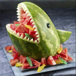سلام دوستان گلم.  ..خودتون را برای تزئین هندوانه شب یلدا آماده کنید. شب یلداتون پیشاپیش مبارک ....