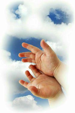 یادمان باشد...خداوند به دست های پاک می نگرد...نه به دستهای پر...