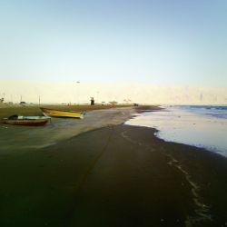 دریا باش تا بعضی ها از با تو بودن لذت ببرند، و بعضی ها که لیاقت تو ندارند غرق شون ـ ـ ـ ـ ساحل زیبای شهرستان دیـــر