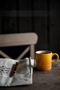 چه قدر چای که ننوشیدم در کافه های که  با تو نرفتم و چه نیمکت ها  که مرا کنار تو  ندیده فراموش کردند .. #مژگان_عباسلو