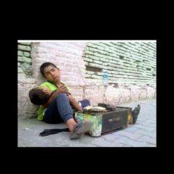 به صدا سیما بگید یک نوجوان فلسطینی بزرگ گلوله از پا در امد رو طبلیق نکن. این جوانان سنگ نمیزنن و نان میخواهن. ایرانی هستن