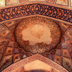 چهلستون یکی از شاهکارای معماری ایرانه