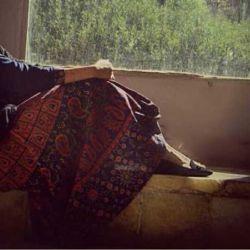 گاهی باید تنها بود  گاهی باید در گوشه ای از اتاق به دیوار ساعت ها خیره شد گاهی باید با خود همنشین شد و سنگ صبور دل خویش گشت گاه  گاهی باید آرام و بی صدا در سکوت شب اشک ریخت گاهی باید دور شد از هیاهوی زندگی گاه باید با خود رو راست شد....