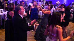 بیا ..بیا ..بیا.. میشه ما قر ندیم....نـــــــــــــــــــــــــــــــــــــــــه ابرو کمون قر بده / تکون تکون قر بده /خودتو نشون هی بده / پیرو جوون قر بده/ رقصو نشونم بده رقصو نشونم بده همه دخترا ایول....