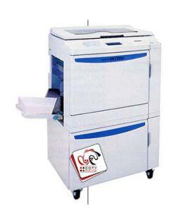 ریسوگراف دستگاهی است که برای چاپ می توان از آن استفاده نمود از جمله بزرگ ترین خاصیت چاپ با این دستگاه امکان چاپ ارزان و سریع با استفاده از این دستگاه می باشد .ریسوگراف از سه رنگ قرمز ، مشکی و سرمه ای تشکیل شده که تنها امکان استفاده از رنگ ها به صورت مجزا وجود دارد و امکان ترکیب رنگ ها با یکدیگر در ریسوگراف وجود ندارد .   منبع : http://www.copyrangi.com/%D9%81%D8%AA%D9%88%DA%A9%D9%BE%DB%8C/%D8%B1%DB%8C%D8%B3%D9%88%DA%AF%D8%B1%D8%A7%D9%81.html