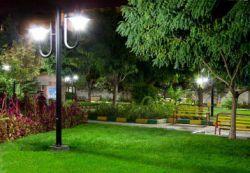 چراغ های پارکی دارای تنوع هستند و رنگ های مختلف دارند. به همین دلیل مورد توجه همگان در فضاهای شهری و پارکی قرار گرفته اند . یکی از ویژگی های این نوع چراغ ها این است که از آن ها میتوان در مکان ها و فضاهای مختلف استفاده کرد. در عصر جدید زیبا ساختن پارک ها و اماکن تفریحی بسیار مهم است . روشن ساختن پارک ها و تفرجگاه ها یکی از عناصر مهم این کار است  منبع : http://shabfroogh.ir/%DA%86%D8%B1%D8%A7%D8%BA-%D9%87%D8%A7%DB%8C-%D9%BE%D8%A7%D8%B1%DA%A9%DB%8C/
