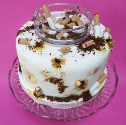 خب اینم یه کیک مخصوص معتاد های مجازی مثل خودم شیرینی دوسالگی مجازی بودنم هم هست ...معتاد ها رو تگ کنین دور هم یه منقلی روشن گردانیم و وافور بگردانیم ...:D....D;...