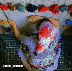 نشسته ای پای دارِ دلت .....ودستانت بند انداز چهره ی قالی شده است ......دعا کن ........دعا کن باران ببارد ....انگشتانت که جوانه بزند،،تارو پود قالی گل می دهد ........دعاکن فردا باران ببارد .......تا گل های پژمرده روسری ات ترو تازه شود ......دعاکن فردا حتما باران ببارد .............باران ببارد بر شانه های افتاده ورنجور تو ...........باران ببارد بر دل شکسته وافسرده من ..........دعاکن ...........نوشته از......گل گندم ......