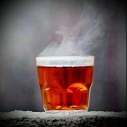 عجب صفایی دارد چایی داغ ،کنار عشقت توی سرمای زمستان. الکی مثلا منم عشق دارم،اسن من نسکافه میخورم ،چایی هم دوس ندارم.;-)  :-D