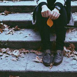 همین كه چمدانت را بر می داری، همه می پرسند می خواهی کجا بروی... اما وقتی یک عمر تنهایی،  هیچ کسی از تو نمی پرسد کجایی! انگار همین چمدان لعنتی،  تمام ترس مردم از سفر است.  هیچ کسی از تنهایی تو نمی ترسد. #علیرضا_اسفندیاری
