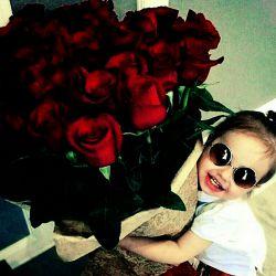 اگر گل بودم تقدیم وجودت میشدم اگر تار بودم آهنگ دوست داشتن را مینواختم اگر باران بودم آنقدر می باریدم تا غمهایت را بشویم دریغا که نه گلم، نه تارم و نه بارانم ولی هر چه باشم و هر کجا باشم بیادتم ب افختار تمام بهترین های تلگارمیم و تلگرامیتون تقدیم شما. این گلها را به بهترین ها تون تقدیم کنید
