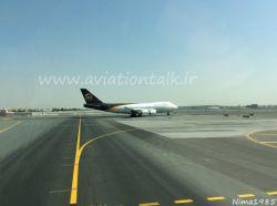 فرودگاه دبی 747 کارگو UPS ، لحظاتی قبل از لاین آپ شدن هلدینگ پوزیشن N9 باند 30 راست فرودگاه دبی