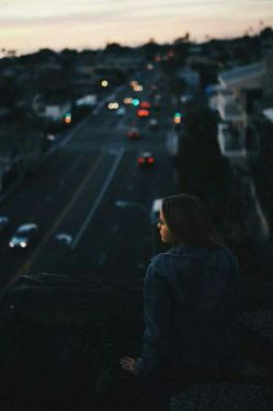 تمام ترسم از این است.. که یک شب بخواهی که به خوابم بیایی..ومن همچنان به یادت بیدار نشسته باشم...#مینو