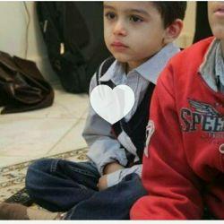 پسر شهید احمدی روشن که با دیدن مستند پدرش چقدر برای  پدرش گریه کرد ... ... ... منم با دیدن این نتونستم جلو اشکام بگیرم بی اختیار سرازیر شدن-_-