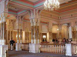 کاخ چراغان (به ترکی استانبولی: Çırağan Sarayı) از قصرهای پیشین عثمانی است که امروزه به عنوان یک هتل پنجستاره از آن استفاده میشود و در زمره هتلهای زنجیرهای کِمپینسکی قرار دارد.  کاخ چراغان در ساحل اروپایی بسفر در میان محلههای بشیکتاش و اورتاکوی استانبول قرار دارد. www.roshanygasht.ir