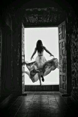 خیانت غیرت عشق است وقتی وصل ممکن نیست چه آسان ننگ میخوانند نیرنگ زلیخا را!!!  از فاضل