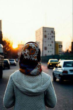 دلتنگی خیابان شلوغی ست که تو در میانه اش ایستاده باشی ببینی می آیند ببینی می روند و تو همچنان ایستاده باشی...