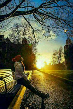 دلم خوش است به این که چقدر خوب است آدم دلش پر باشد از دوست داشتن  و یادش پر باشد از خاطر آدم های دوست داشتنی.  همین تسکین می دهد تمام دلهره ها و  اندوه ها و دل تنگی ها را ...    خدا را شکر که هنوز زنده ایم به عشق...