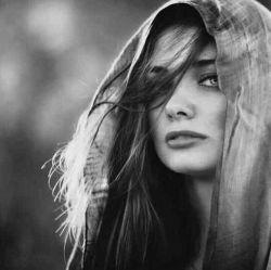 امشب تمام حوصله ام را در یک کلام کوچک در «تو» خلاصه کردم ای کاش می شد یک بار تنها همین یک بار تکرار می شدی! تکرار...  #قیصر_امین_پور