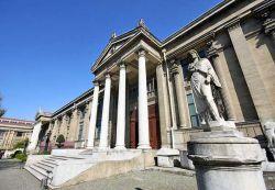 در موزه باستانشناسی استانبول بیش از یک میلیون قطعه ی با ارزش نگهداری می شود که تاریخ و تمدن دوره های مختلف جهان را در خود جای داده اند. www.roshanygasht.ir