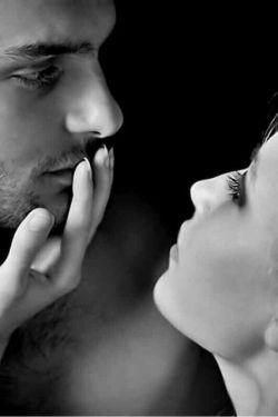 لبخند دوباره تو را می بوسم  پیراهن پاره تو را می بوسم   با دست اگر اشاره كردی به سكوت  انگشت اشاره تو را می بوسم   #قاسم_طوری