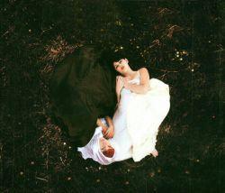 نه مرا خواب به چشم و  نه مرا دل در دست ...  چشم و دل هر دو به رخسار تو آشفته و مست!   #امیرخسرو_دهلوی