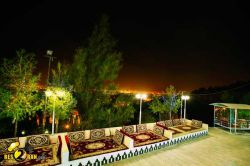 شاندیز شهری در استان خراسان رضوی در شمال شرق ایران است. جمعیت این شهر در سال ۱۳۸۵ برابر با ۶٬۵۷۰ نفر بودهاست www.roshanygasht.ir