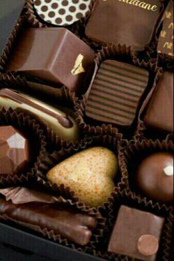 شکلات به مناسبت پایان یافتن دوران تلخ امتحانات... :/نوش جان