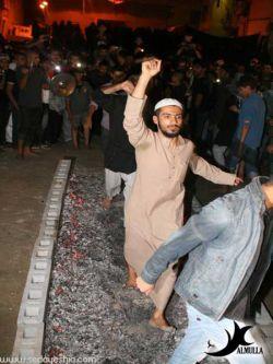 #با پایان روز دهم #محرم الحرام سال 1432 هـ اهالی منطقه «القریه» واقع در کشور بحرین،# برای ایجاد فضای دینی بر# روی ذغال گداخته #راه می روند؛ آنها #این کار را در تاسی به خاندان #رسول خدا {*صلی الله علیه و آله*} و آتش گرفتن# خیمه هایشان# در روز #عاشورا انجام می دهند#