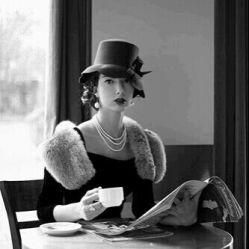 محتاجم! محتاج یک فنجان چای... که پهلویش تو باشی!  پ ن:نکنه قابل توجه اینه که قند ضرر داره چاییو با نگاه به هم بخورین^__^