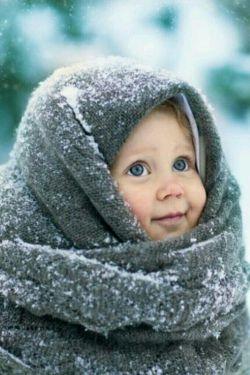 برف بارید ، با ناز ...  چنان تو که روسری از سر بر میداری و من دیوانه می شوم ،  آسمان روسری سپیدش را برداشت و دیوانه تر شد زمین ...