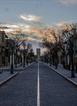 اینجا خارج نیست...اینجا خیابان مسجد جامع یزد و نمای میدان ساعت هست...عین پاریس هست:)
