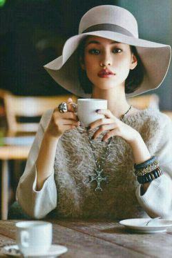 یک فنجان چای  با تو خاطره شد، هزار فنجان  بی تو چای ...
