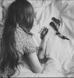 به خوابم آمدی، حالا نفس بالا نمی آید ! بگویم یا نگویم یا غیاث المستغیثین را ؟  از کاظم بهمنی