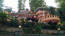 رستوران باغ بهشت- تهران- خیابان دربند- رستورانی پر از گل