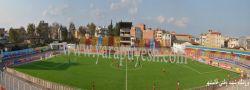 چمن مصنوعی زمین فوتبال فوتبال ورزشی است که در آن بازیکنان تماس های فیزیکی زیادی با سطح زمین دارند و تکل زدن و سر خوردن از جمله حرکات اجتناب ناپذیر در این ورزش می باشد.  منبع : http://yarapuyesh.com/fa/?current=Article&Articlerogsfaid=1264